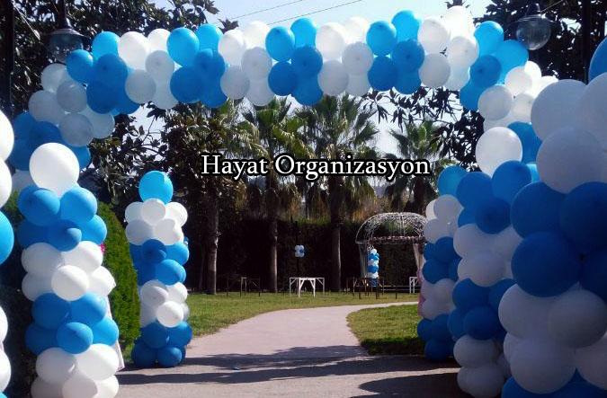 sünnet düğünü mavi beyaz balon süslemeleri