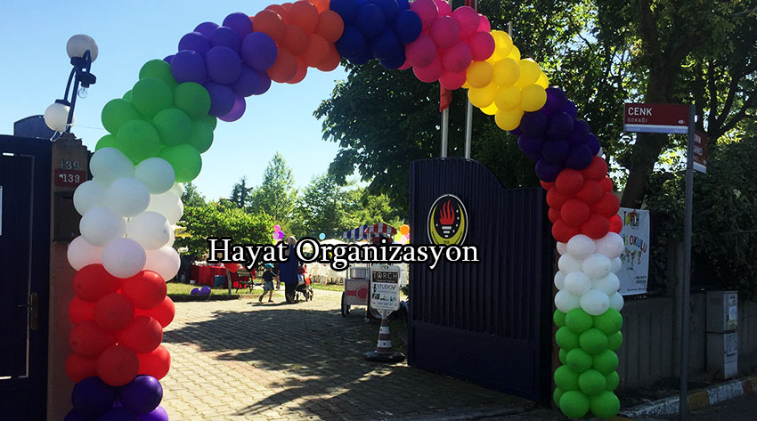 sünnet organizasyonu renkli balon süslemeleri